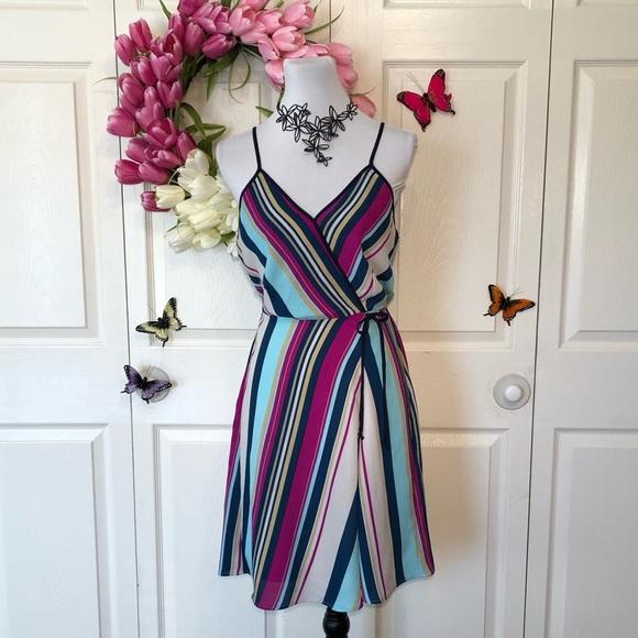 Monteau Dresses & Skirts - Striking Striped Dress